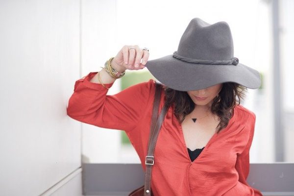 交際クラブ『クローバー工芸』を利用する女性のイメージ