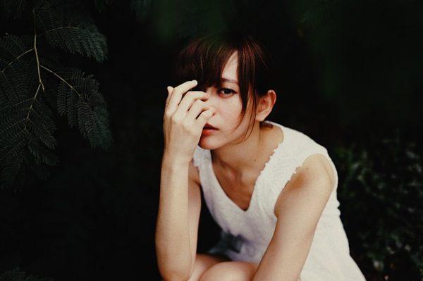 交際クラブ『Moments』を利用する女性のイメージ