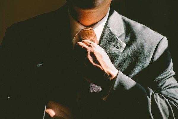 交際クラブ『インフィニティ』を利用する男性のイメージ