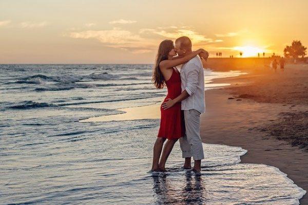 海岸のカップル